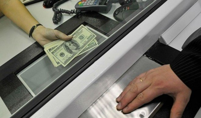 From bankers' life. Russians interested in foreign currency, and suddenly cheapened Sberbank