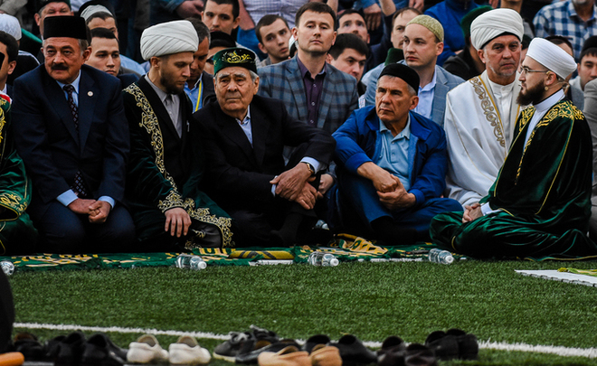 Kazan iftar 2017: ''VIPs'' in the first row, tonnes of pilaf and namaz on running track