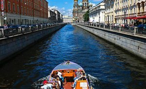 Saint Petersburg: scandalous stadium, white nights and roof tours