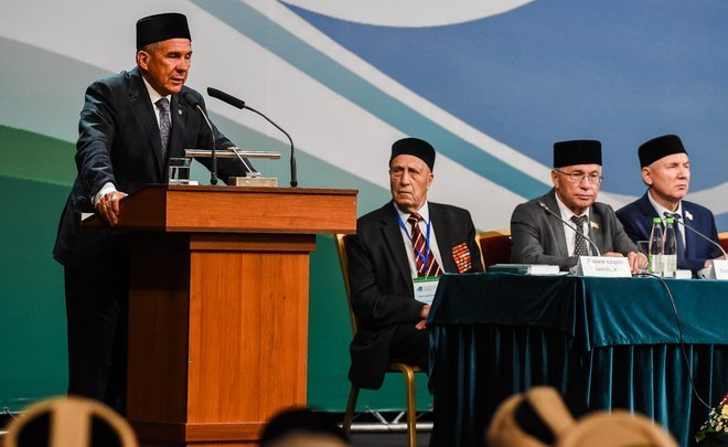 Minnikhanov to Tatar imams: ''We should be united in the language issue!''