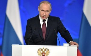 Putin's messages: benefits for large families, a million to teachers and 'satellites oinking along'