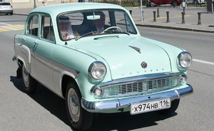 OIC Secretary General treats to sweets in Kazan and enjoys ride in a Moskvitch