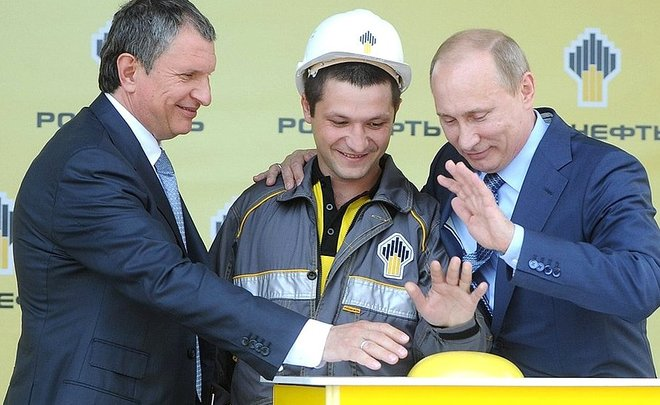 Being saved by the state in 2014, now Rosneft returns the favour