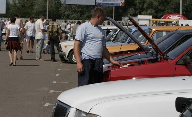 Deferred demand and ruble collapse cause a boom in used car market in Tatarstan