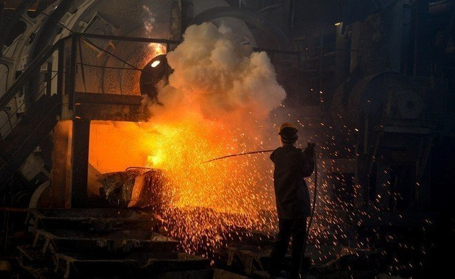 Why Finance Ministry doesn't trust dollar any more, and government picks metallurgists' pocket