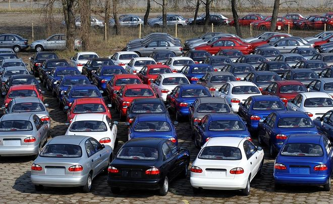 Russian auto market may return to growth in 2017 after 11% drop in 2016