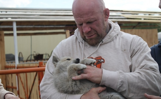 Does famous fighter Jeff Monson want to live with Tatars and breed bears?