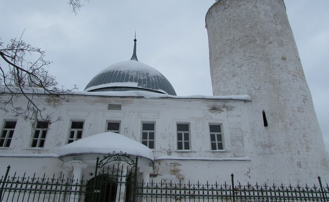 Kasimov Khan's Mosque: how religious people and museum workers cohabit in Muslim cathedral