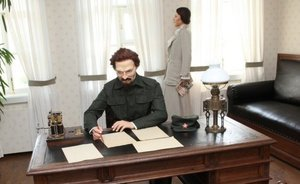Rustam Iskhakov dressed Trotsky and Larisa Reisner