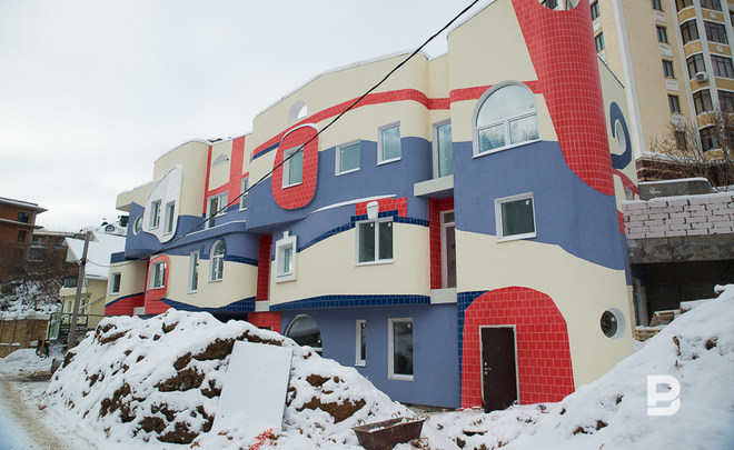 The synthesis of Gaudí and Hundertwasser grows in Kazan