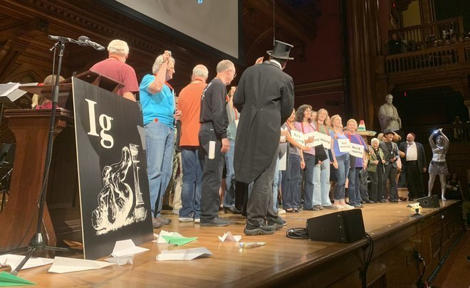 Pizza against cancer, dirty Romanian money and other scientific discoveries of Ig Nobel Prize 2019