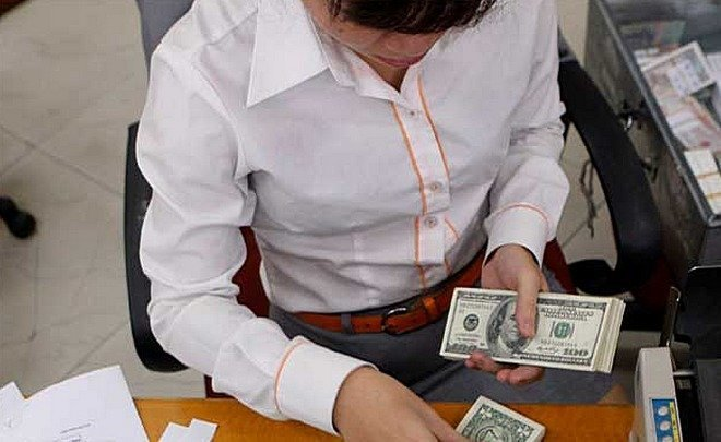Depositors gladdened bankers with currency: banks fully compensate autumn outflow by December