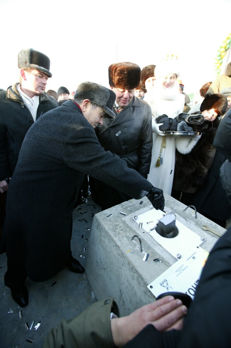 Tatarstan President Mintimer Shaimiev had a capsule with a message for descendants in his hands when the foundation of polycarbonate and bisphenol A plant was laid, 2004.